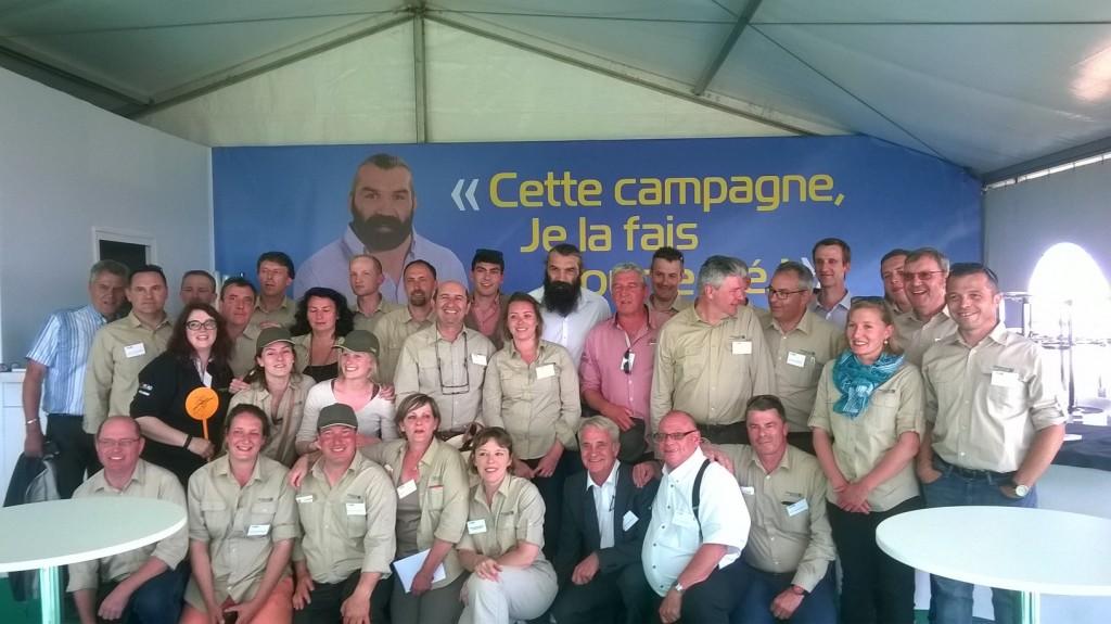 Les équipes de Semences de France réunies autour de Sébastien Chabal lors des Culturales 2015